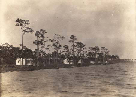 Cottages along the shore, Fairhope 1930 creidt unknown