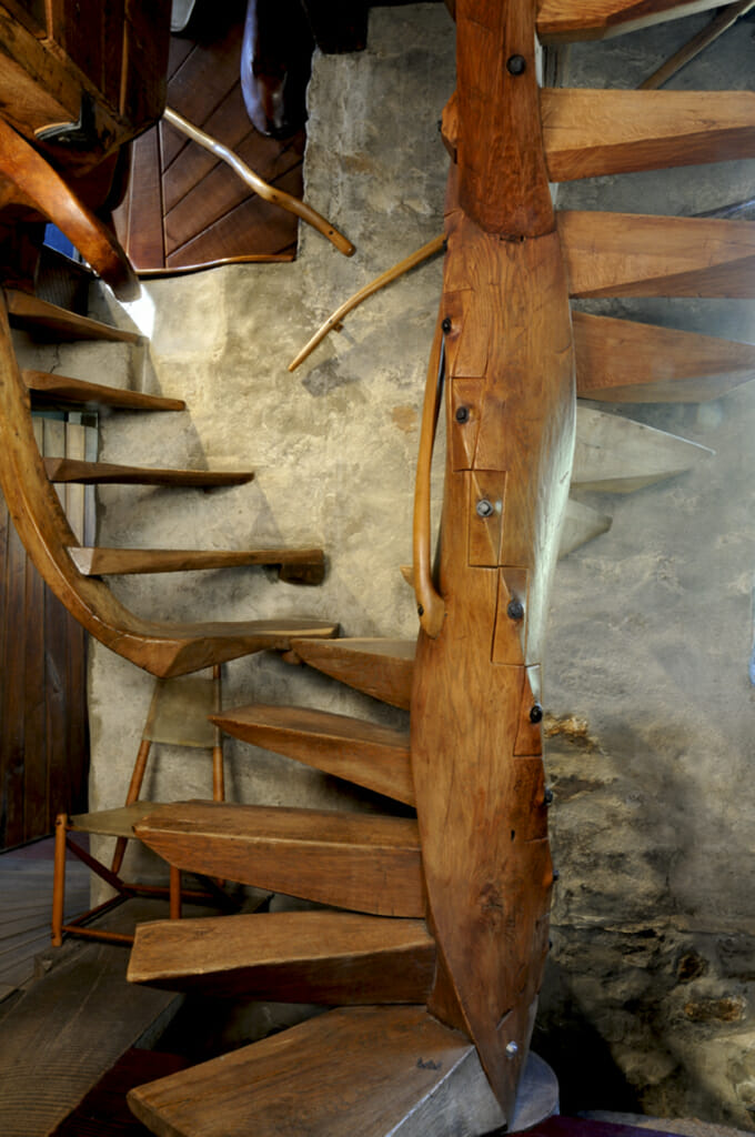 spiral staircase with cantilevered steps